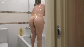 nieuwe sexfilm van mijn zus onder de douche